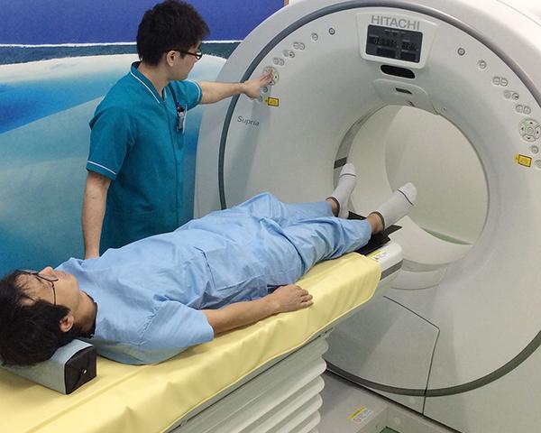 短時間で人体を輪切りにした状態で検査できます。当院では腰の詳しい検査や複雑骨折の状態を立体的に映し出すことに用います。